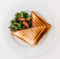 Клаб сэндвич с говяжьей ветчиной и сыром чеддер